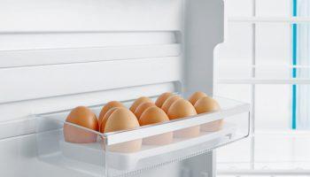 Защо никога не трябва да държите яйцата в хладилника?
