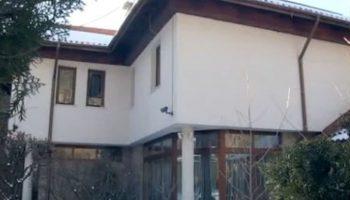 Вдовицата на Шарлопов продаде огромната къща във Владая, лятото е в Созополис